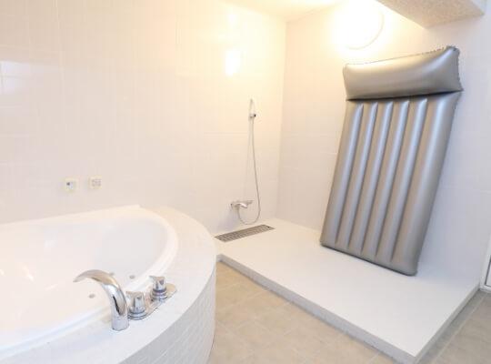 お風呂でマットが使えるお部屋